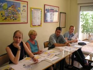 Estudiantes en un curso intensivo de español