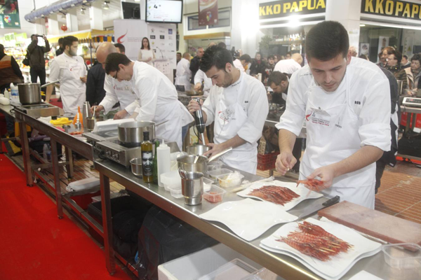 Chefs cooking at the Denia Red Prawn International Competition