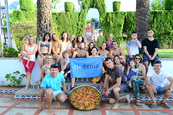 Students during the paella workshop with TLCdénia