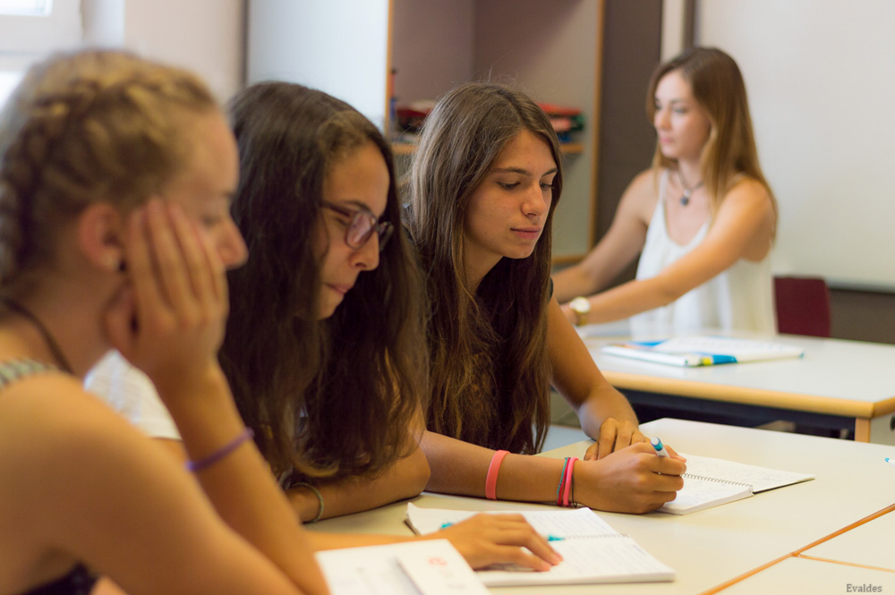 spanish courses in spain for teens