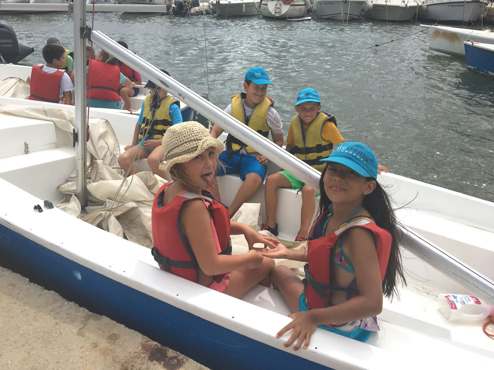 Children in the spanish programme with sailing