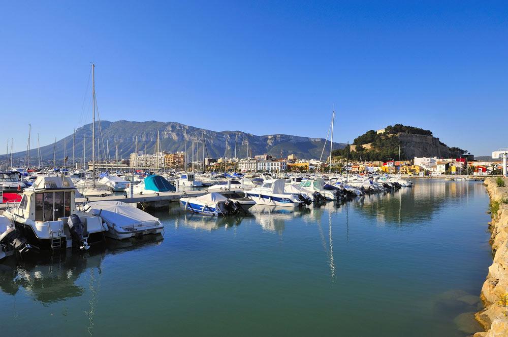 bateaux du port de Dénia, costa blanca, en Espagne