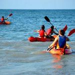 étudiants pendant l'activité kayak à Denia en Espagne