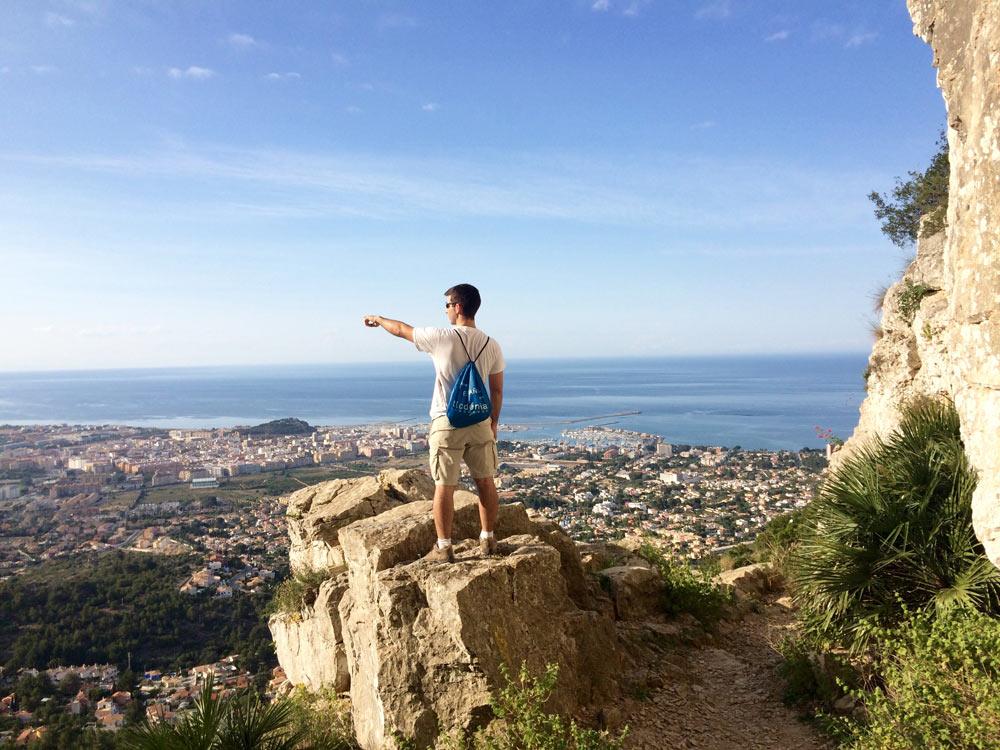 étudiants pendant l'activité randonnée à Denia en Espagne
