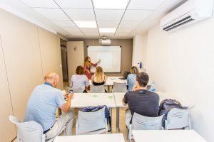 étudiants pendants un cours d'espagnol en espagne à tlcdenia
