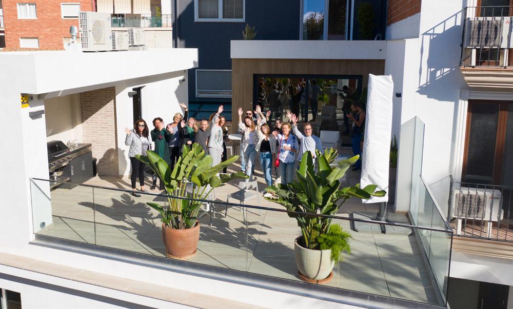 étudiants de tlcdenia sur la terrasse
