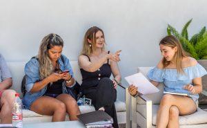 étudiants sur la terrasse de tlcdenia en espagne
