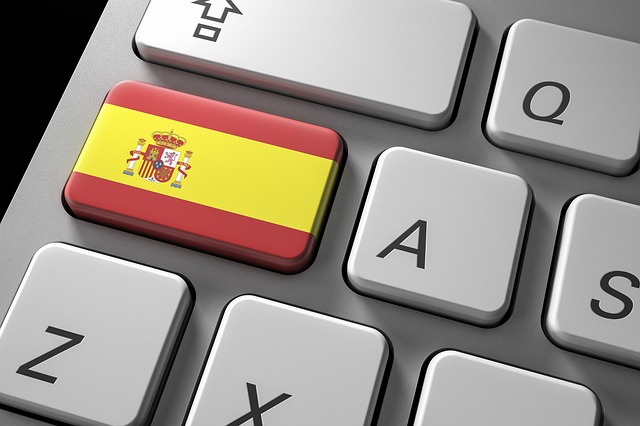 Keybord with a key with a Spanish flag