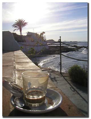 Cafe au bord de la mer
